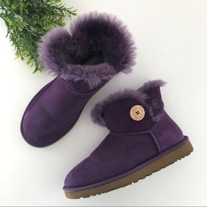 UGG Purple mini one button Bailey size 7